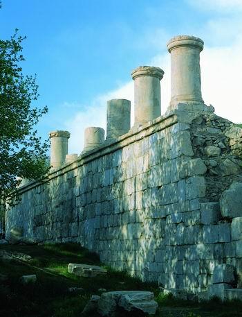 معبد آناهیتا دومین بنای سنگی ایران