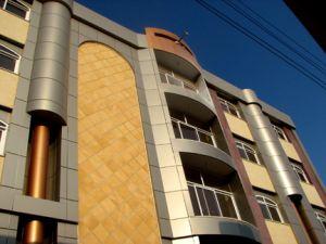بررسی تاثیر ضوابط و مقررات شهری در شکلگیری نماهای شهری