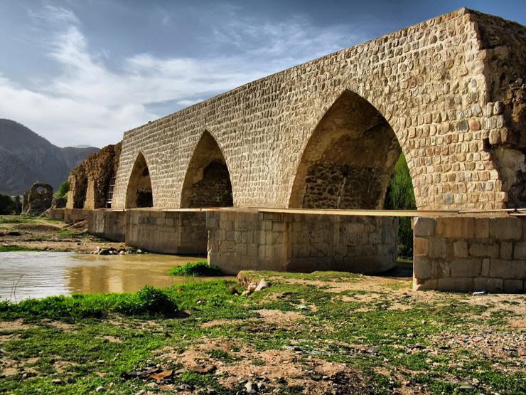 ساخت و ساز در حریم تنها پل تمام سنگ دنیا!