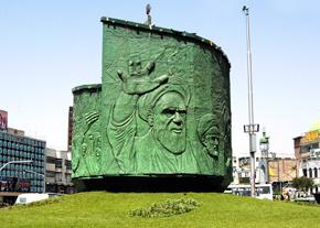 عاقبت نامشخص نماد میدان انقلاب