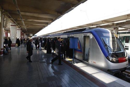 سنجش ابعاد اجتماعی فضای جمعی ایستگاه های پایانه ای مترو