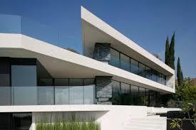 معماری امروز ، طُغیانی علیه ساخت و سازِ اصیل بومی